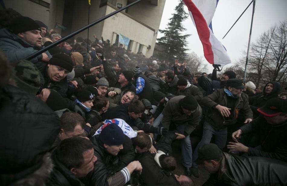 Russian+soldiers+clash+with+protesters+near+the+parliament+building+in+Simferopol%2C+Crimea.
