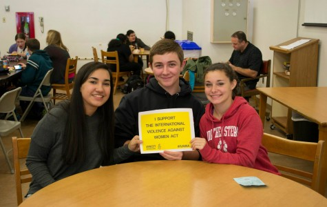 Amnesty International club raises awareness through photo event