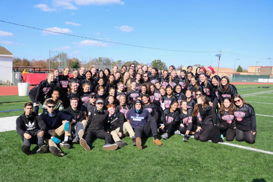 Senior+and+junior+girls+gather+for+powderpuff