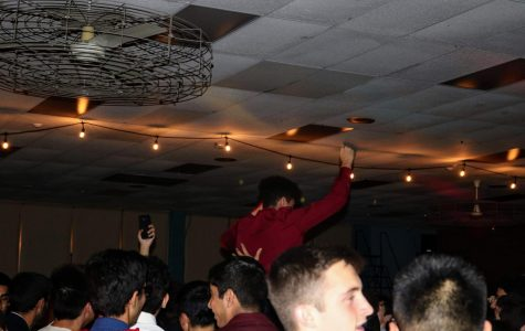 East students have a good time at homecoming dance