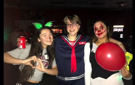 Students have a (skele)ton of fun at Halloween Dance