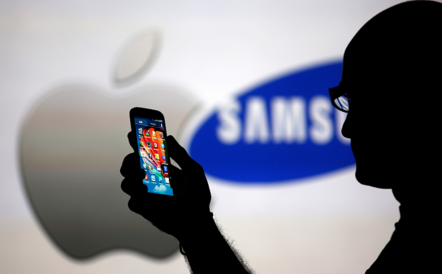 Samsung+and+Apple+vie+to+provide+users+with+the+best+phones