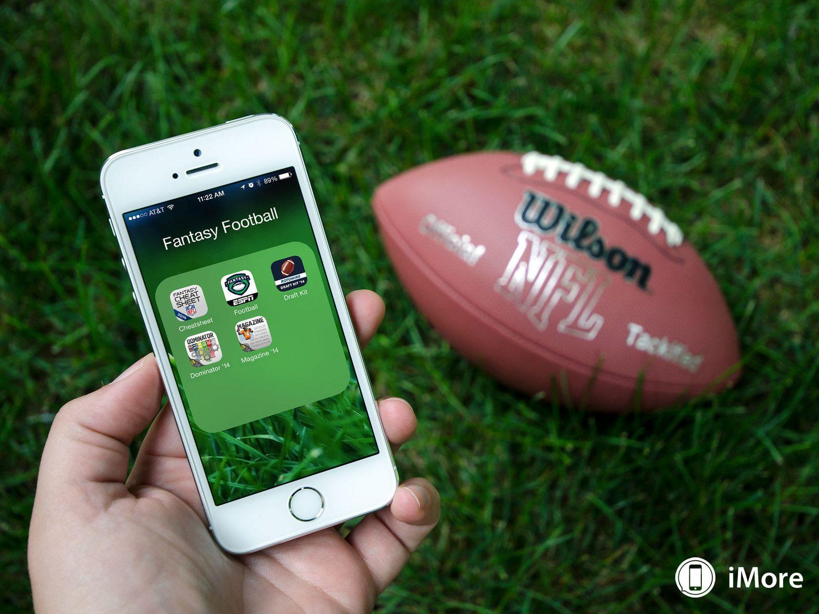 ESPNs Fantasy Football App crashes on the first day of the season, upsetting many fans.