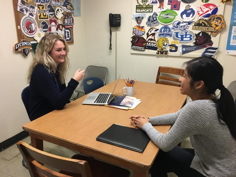 Wraga speaks with a student about college decisions.