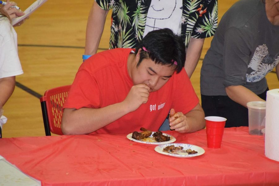 Roberto Sul defends his Wing Bowl title in his second appearance.