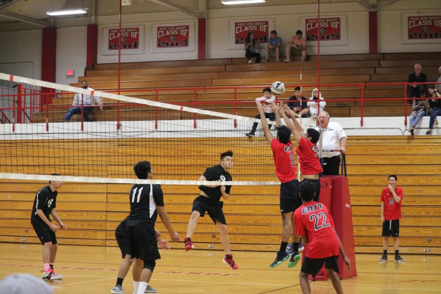 East+volleyball+players+try+to+score+a+point.