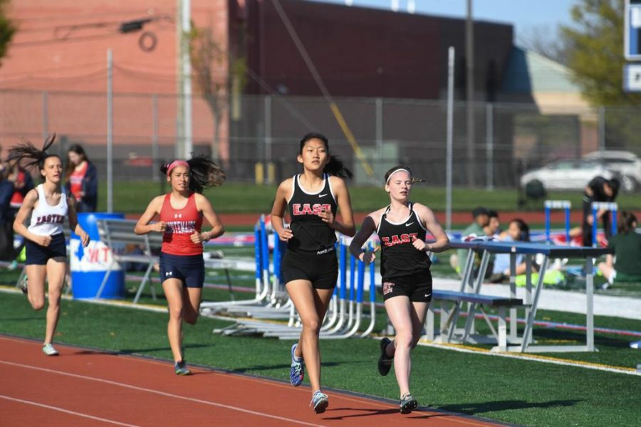 East+Girls+Track+runners+face+off+in+a+race.