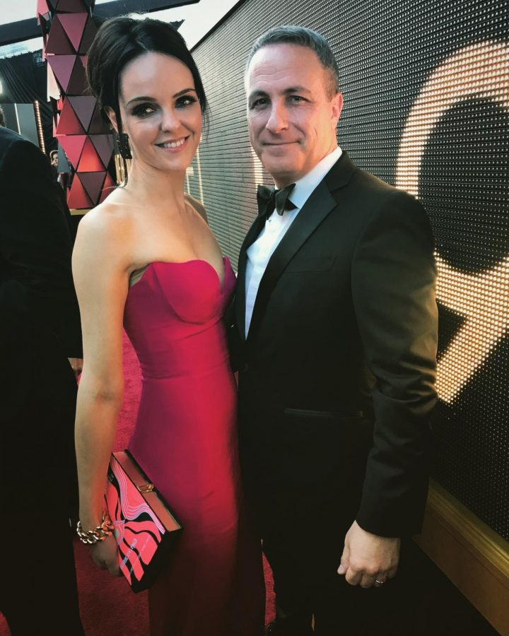 Asbell+and+his+wife+Lucy+at+the+Oscars+in+2018.