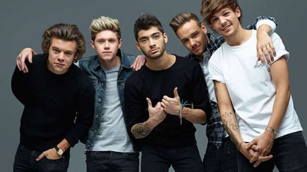 One+Direction+members+Simon+Jones%2C+Harry+Styles%2C+Niall+Horan%2C+Liam+Payne%2C+Louis+Tomlinson+and+Zayn+Malik+pose+for+a+picture.+