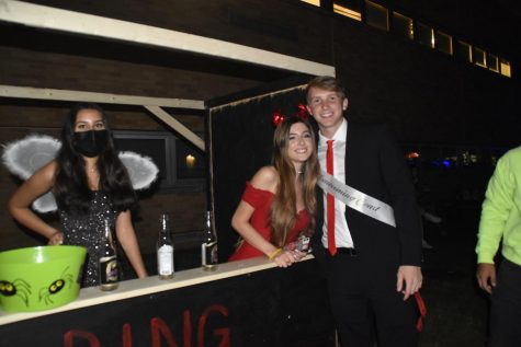 Students play booth games at Easts 2021 Hoco-ween.